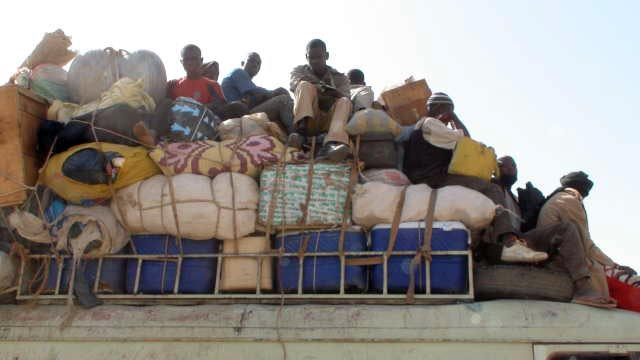 Leaving Djenné, the bus is too full