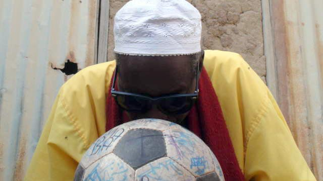 A marabout blesses The Ball
