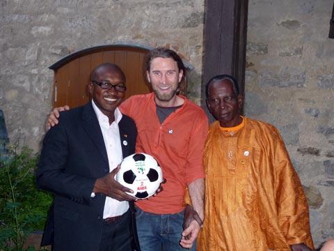 Andrew Aris meets the Mayor of Kati, Hamala Houdaia, and his assistant, Boubacar Traore Bouba